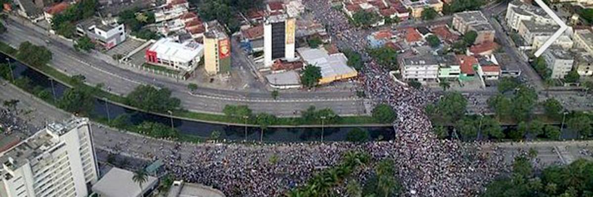 Manifestação urbana em Recife, dia 20 de junho de 2013.