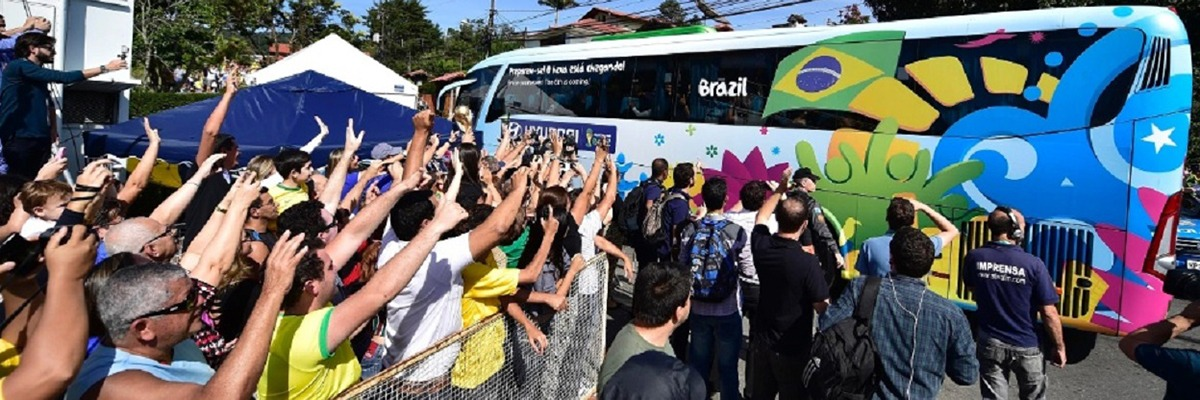 População recepciona a Seleção Brasileira, junho de 2014.
