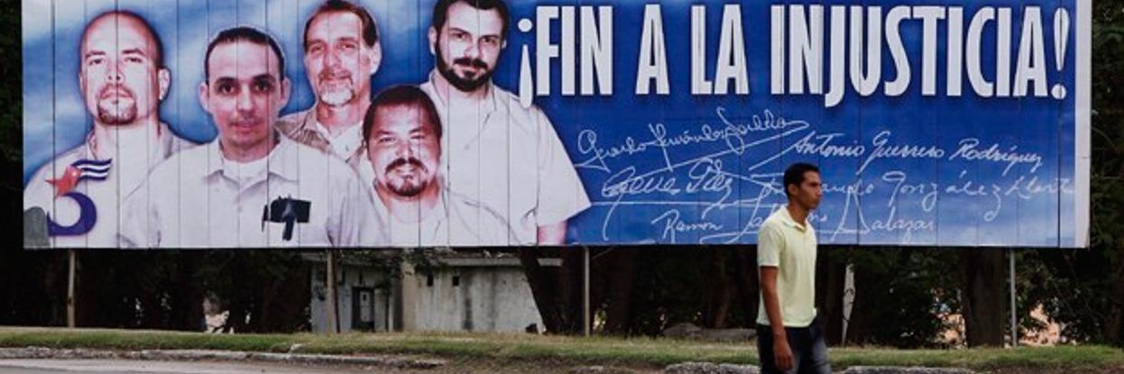 Outdoor em Cuba pedindo a liberação do Grupo do Cinco, prisioneiros nos EUA sob acusação de espionagem.