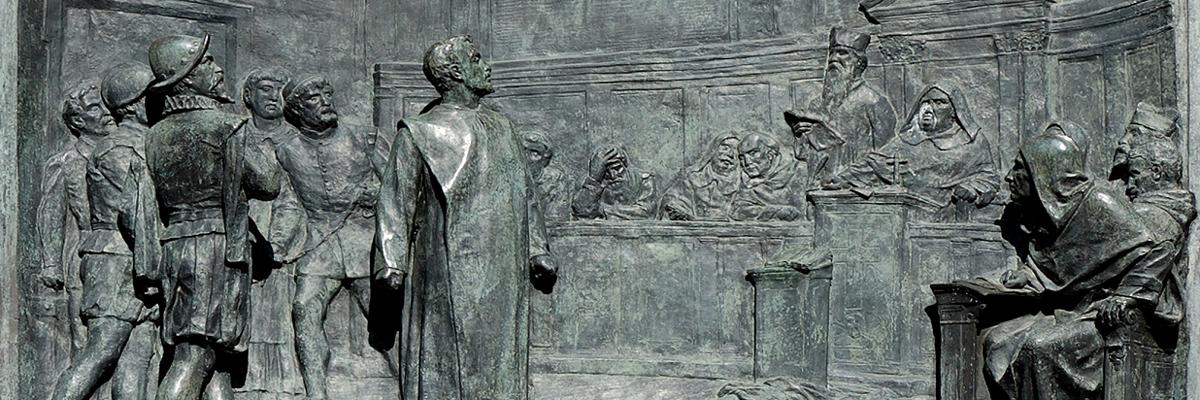 O Julgamento de Giordano Bruno pela Inquisição Romana. Relevo em bronze por Ettore Ferrari, Campo de' Fiori, Roma.