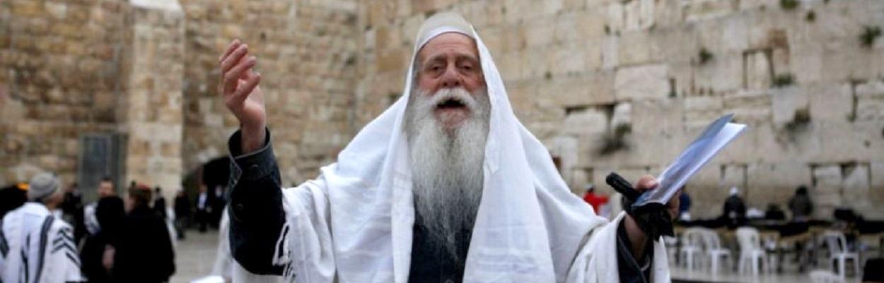 Religioso Judeu no Muro das Lamentações - Foto de autor desconhecido.