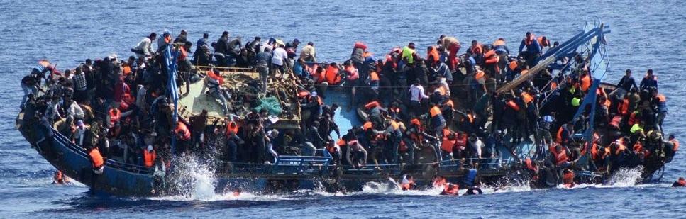 Barco de refugiados no Mediterrâneo.