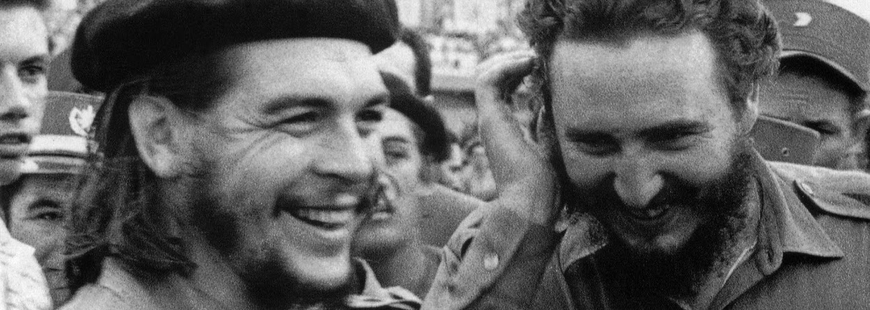 Che Guevara e Fidel Castro na época da revolução cubana.